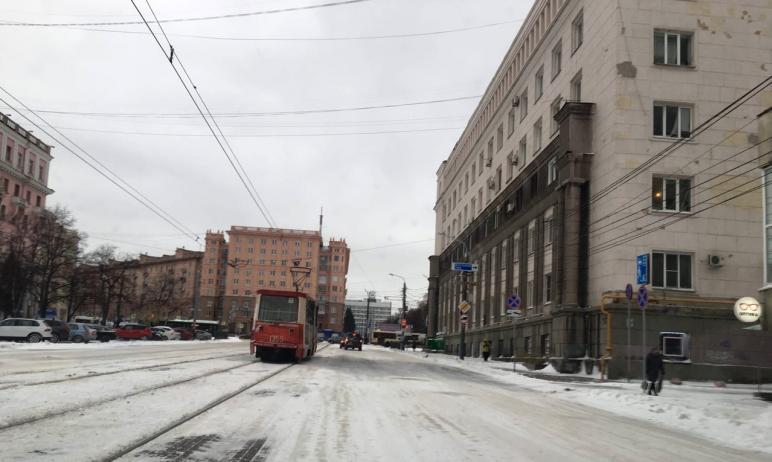 В прошедшую неделю на дороги Челябинска подрядчики высыпали 24 тонны противогололедных материалов