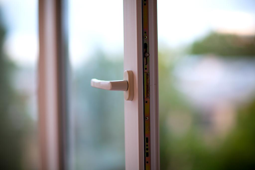 В Челябинске проводится проверка по факту смерти трехлетнего мальчика, который выпал из окна квар
