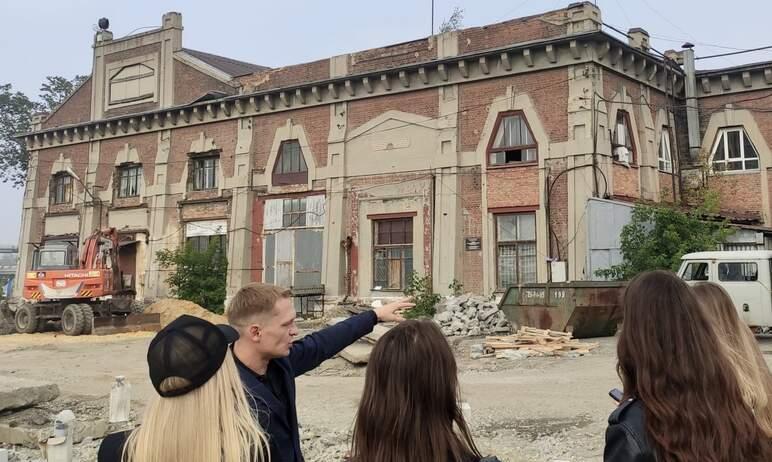 Главный архитектор Челябинска Павел Крутолапов вчера, девятого августа, встретился на месте будущ