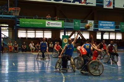 В Челябинске проходит открытый турнир по баскетболу на колясках