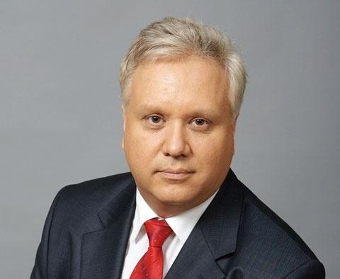 Генеральный директор предприятия Олег Биушкин провел для почетных гостей экскурсию по цехам ММЗ и