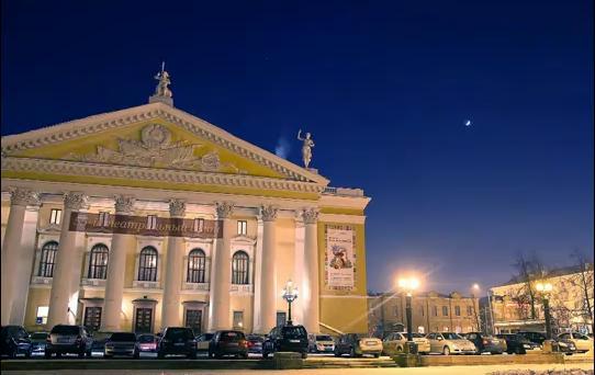 С этими спектаклями артисты знаменитого музыкального театра столицы гастролируют по России в перв