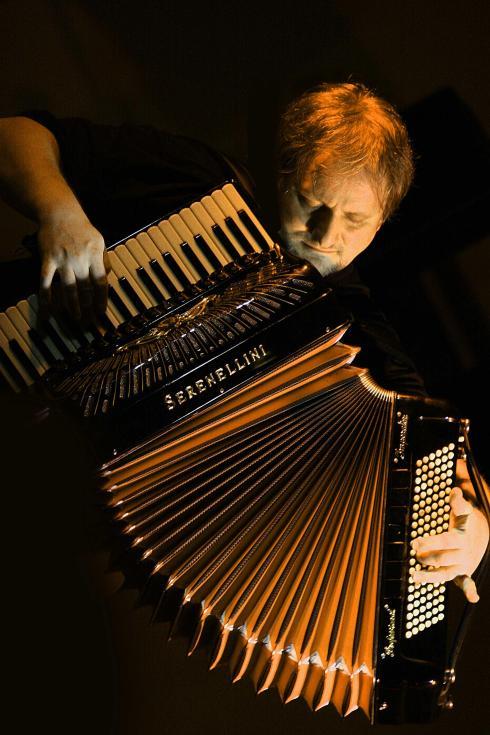 Среди исполнителей–аккордеонистов Золтан Орос - явление уникальное, рассказали агентству в пресс-