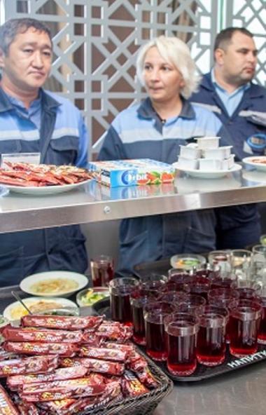 В торжественном мероприятии приняли участие руководители и работники цеха, представители профсоюз