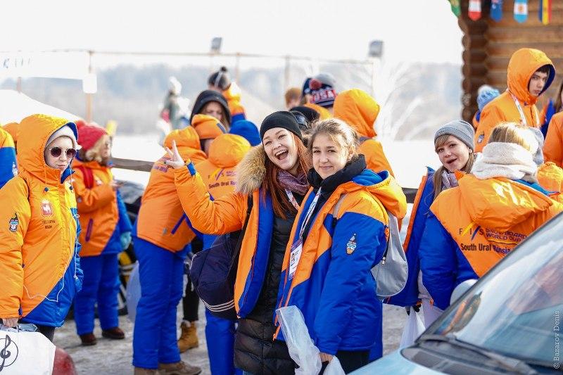 Обязанности добровольцев включает в себя встречу спортсменов и тренеров в аэропорту, помощь в орг