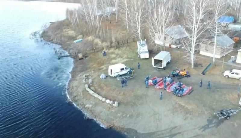Как сообщила агентству «Урал-пресс-информ» очевидица спасательной операции, компания из пяти чело