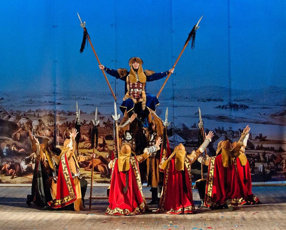 Как сообщила пресс-секретарь Челябинской филармонии Елена Пилипенко, государственный театр танца