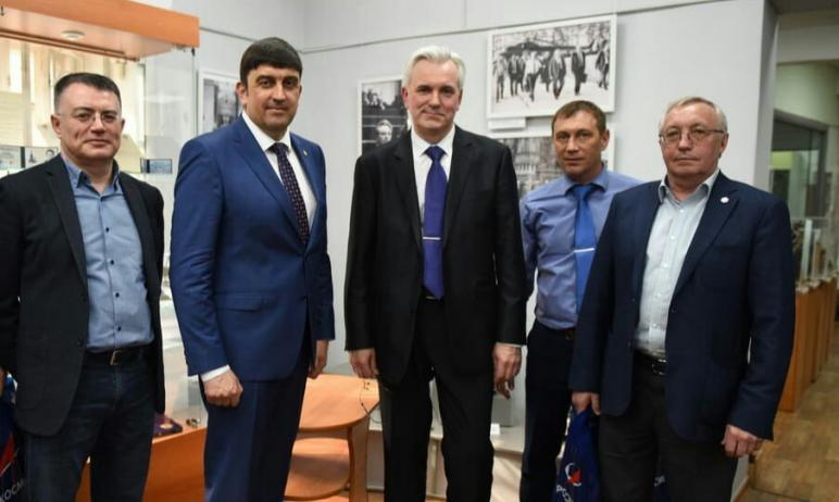 В Златоустовском краеведческом музее состоялось открытие выставки «Виталий Хуссейнович Догужиев –