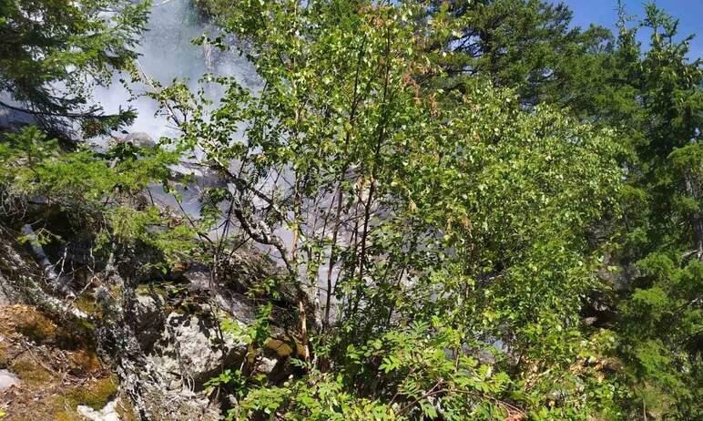В Челябинской области на границе с национальным парком «Таганай» горит лес. На место выдвинулись