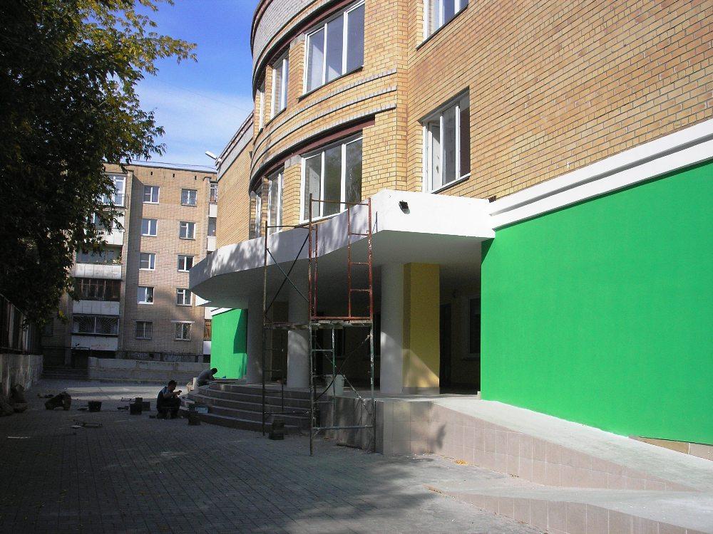 Школа находилась в старом здании детского садика, история строительства соответствующего помещени