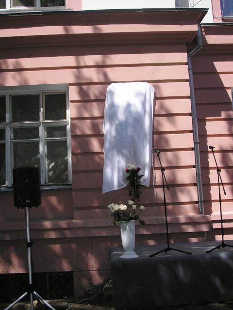 Как рассказала вдова Петра Ивановича Ольга Ильинична, муж иногда в шутку называл ее женой военног