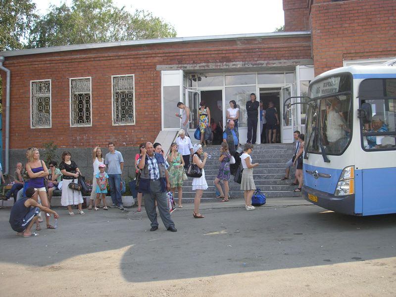 По словам чиновника, для обмена билетов, проданных в кассах прежнего автовокзала в ТК «Синегорье»