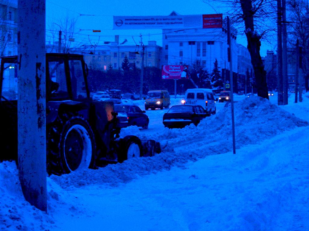 В Челябинске этой ночью, с седьмого на восьмое февраля, 132 единицы дорожной техники вывезли окол