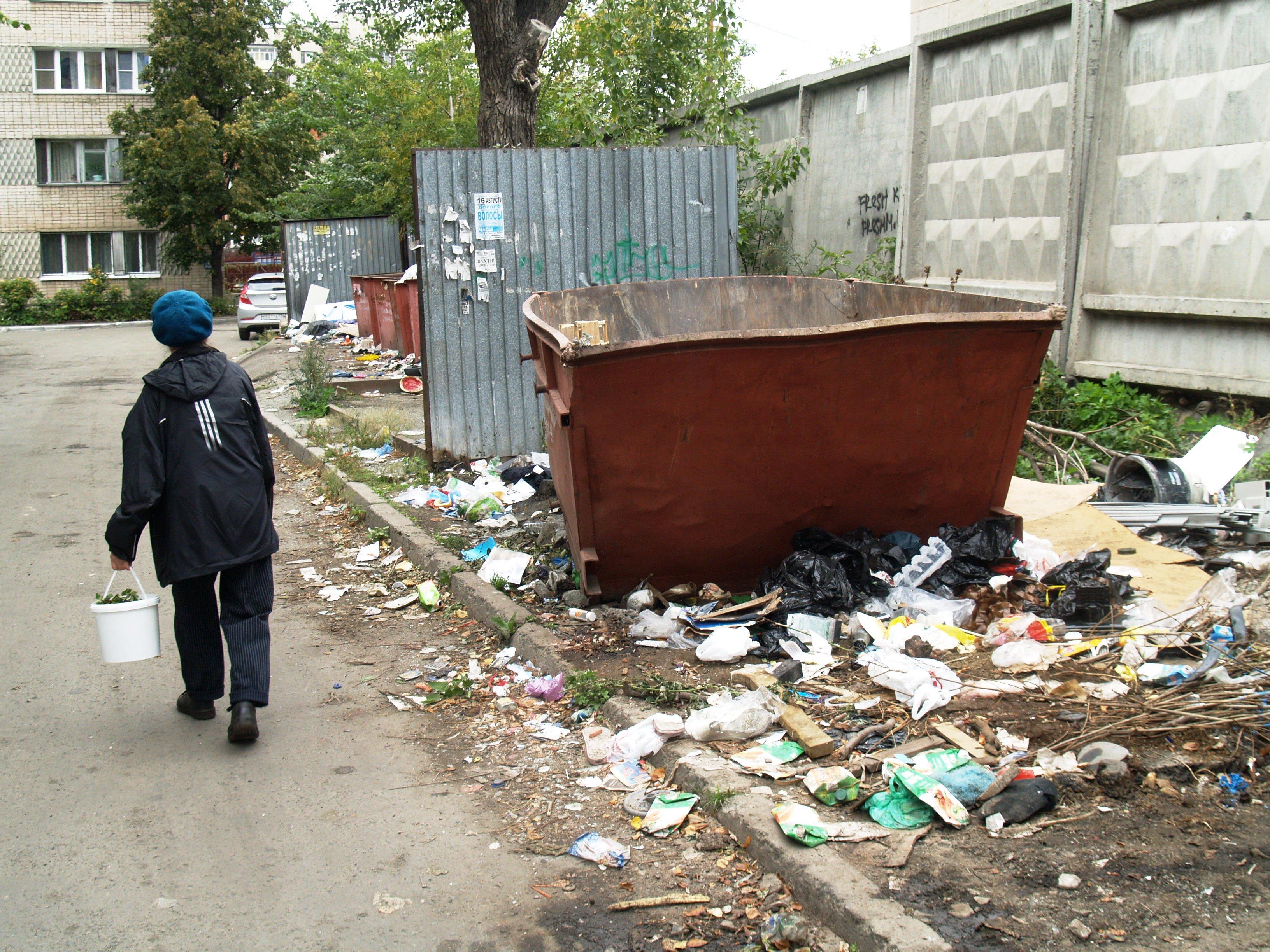Губернатор Челябинской области Борис Дубровский распорядился привлечь мусоровозы из других муници