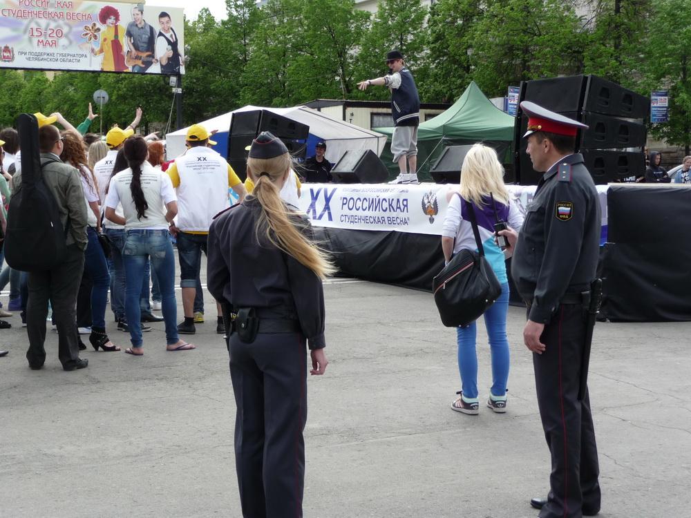 Как сообщили в пресс-службе УМВД России по городу Челябинску, сотрудники полиции обеспечивают общ