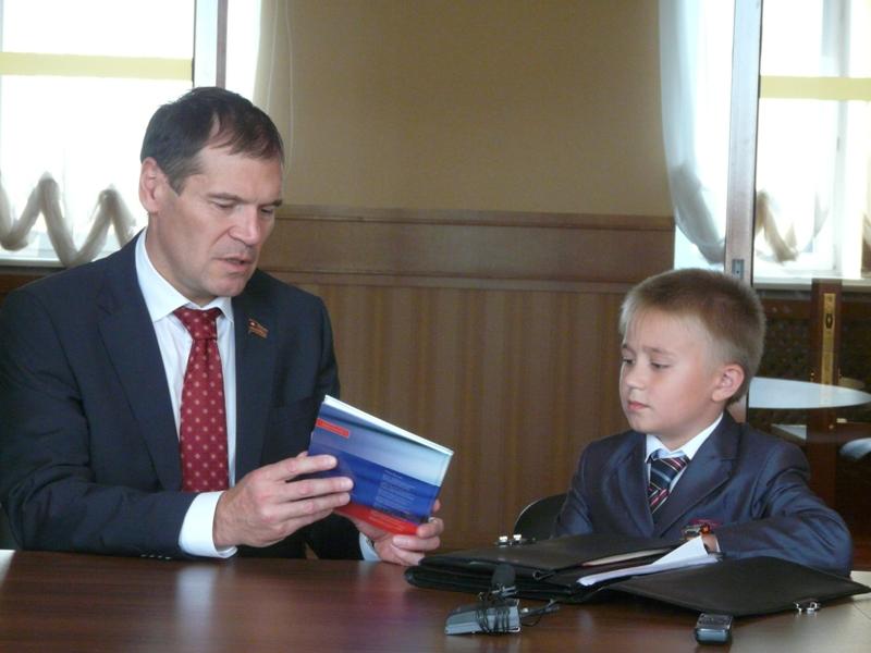 Накануне Виталий обратился к президенту с просьбой разработать законопроект, согласно которому шк