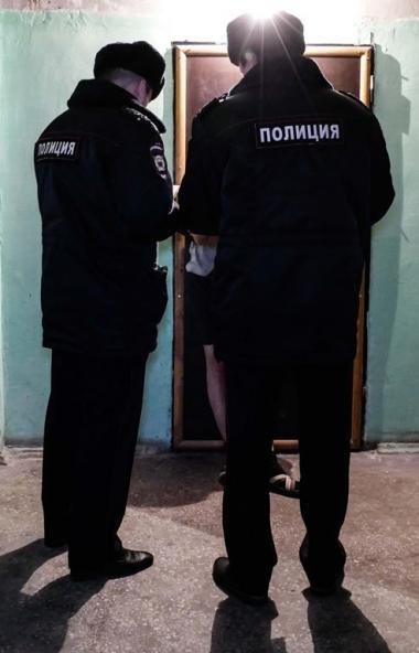 Сотрудники полиции при силовой поддержке ОМОН управления Росгвардии по Челябинской области провел