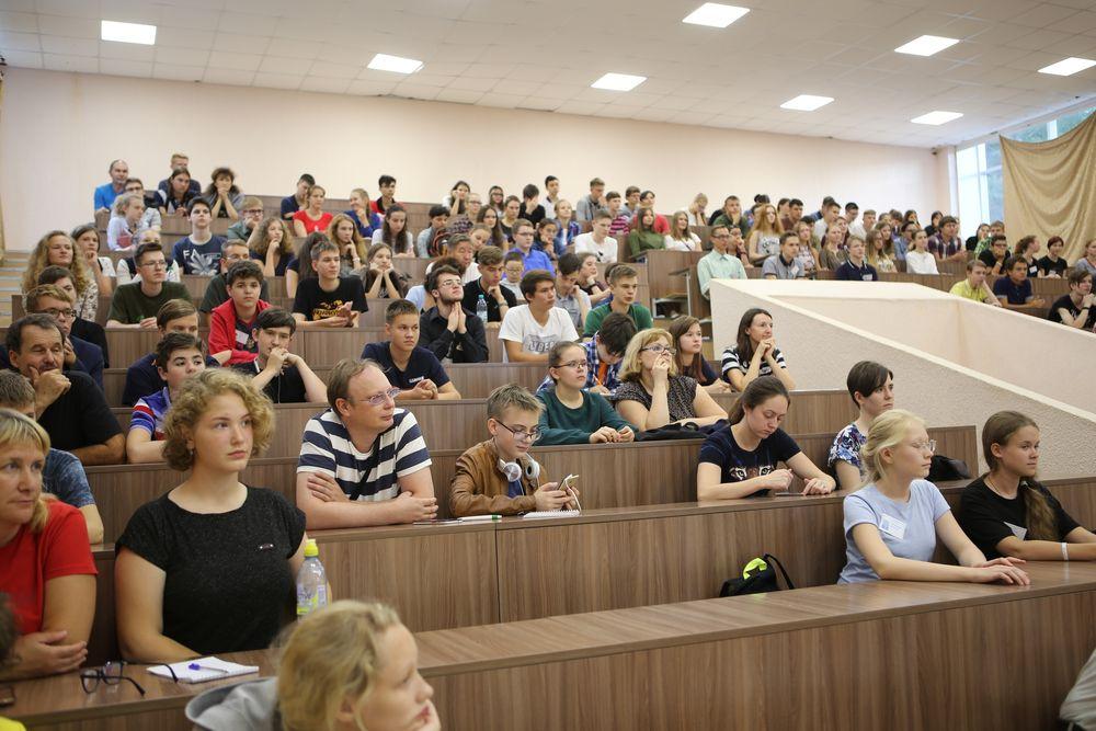 Челябинские школьники приобрели новые знания в Академгородке Новосибирска. Вместе с учениками сед