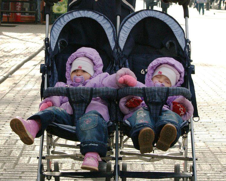 В Челябинской области состоится шествие близнецов. Фестиваль «Двойное счастье» впервые пройдет в
