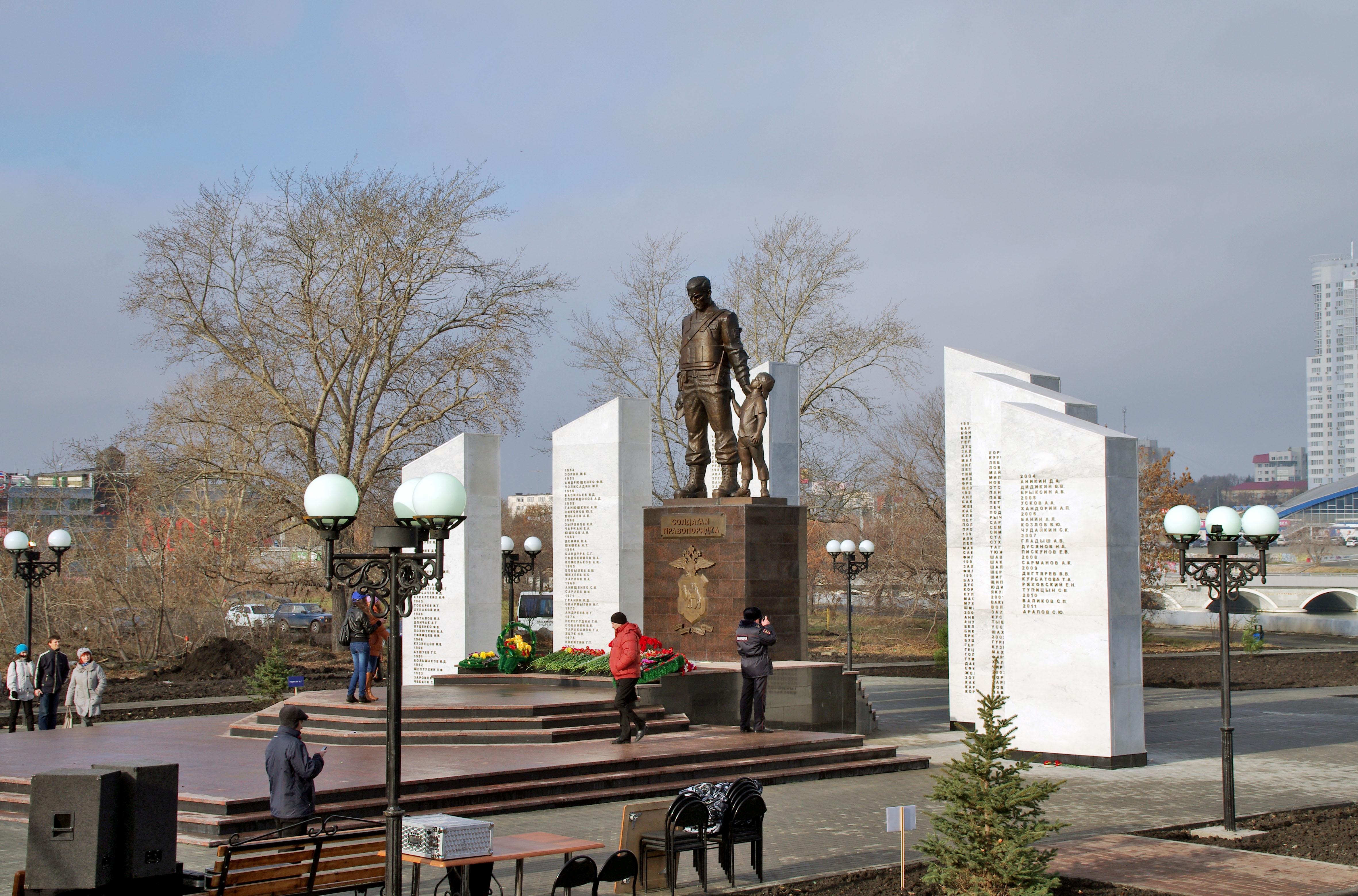 Полицейские Челябинска начали отмечать профессиональный праздник. Во дворце пионеров и школьников