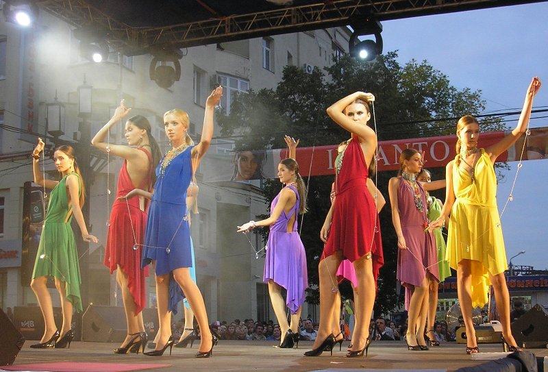 «Парад моды» - одно из самых любимых мероприятий жителей Челябинска. Каждый год организаторы дар