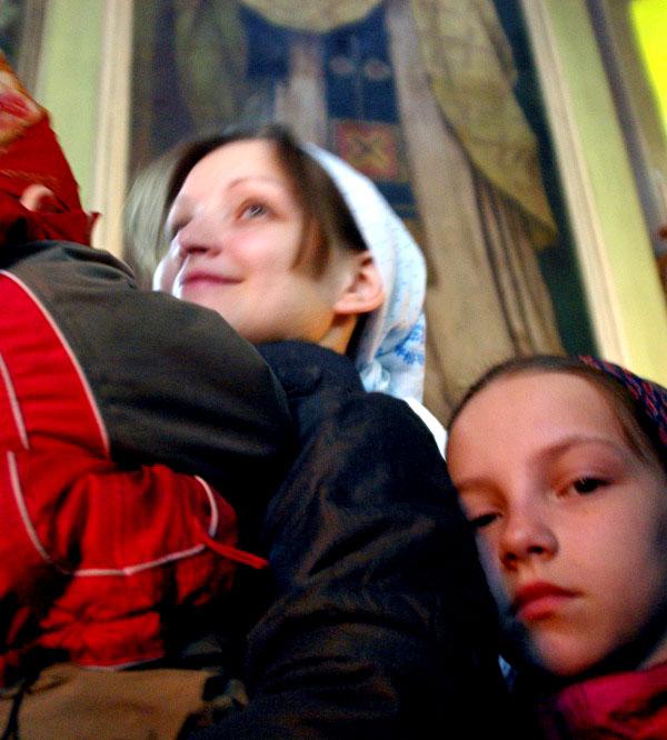 Этот праздник издревле особо чтился на Руси. Он подчеркивает высокое достоинство женщины. Ведь им