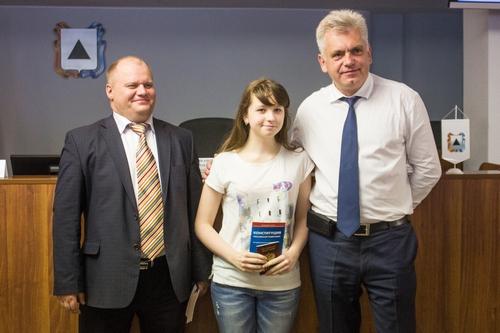 Поздравил ребят с этим важным событием председатель МГСД Александр Морозов. Он рассказал о главны