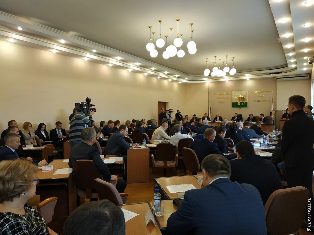 Жители Челябинска предлагают провести эксперимент – забрать у чиновников автомобили, пересадить и