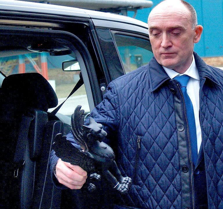 Во время экскурсии по цехам группы компаний «Мечел» глава предприятия Игорь Зюзин