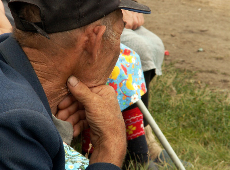 Обмудсмен занимался бы вопросами льготного лекарственного обеспечения стариков, оказывал бы им по