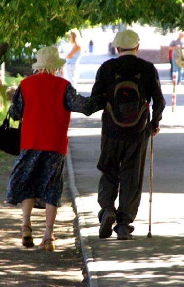 В России пенсионер может перестать получать пенсию, если в течение полугода не будет снимать ее с