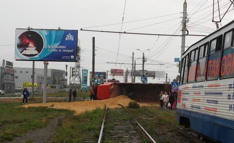 Авария произошла вечером вторника, 6 сентября, на пересечении Свердловского тракта с улицей Масте