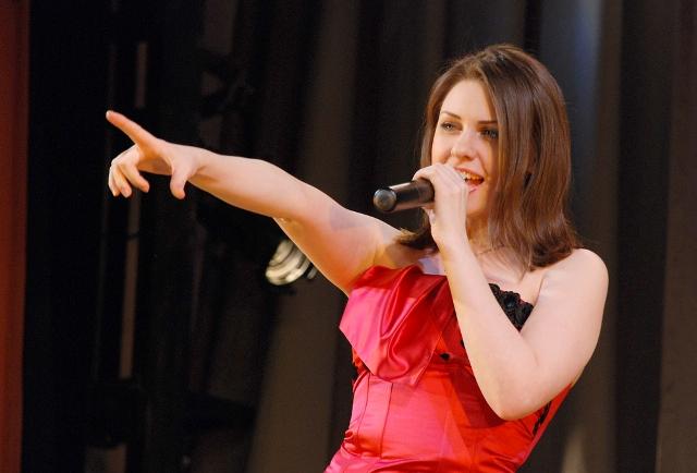 «Песня не знает границ» - традиционный региональный конкурс эстрадной песни, жюри которого возгла