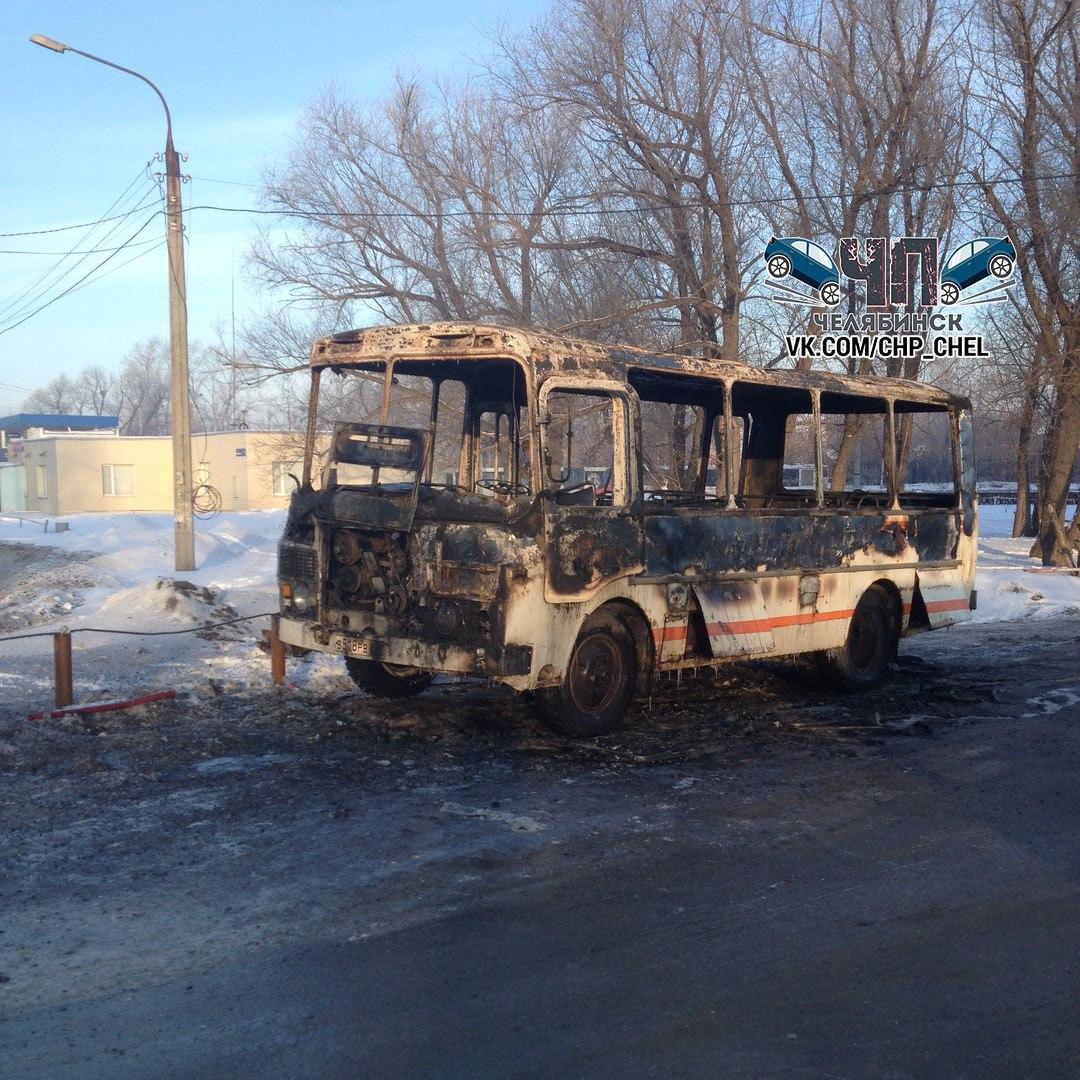 Возгорание автобуса произошло на улице Мамина ранним утром 18 января. «В результате пожара п