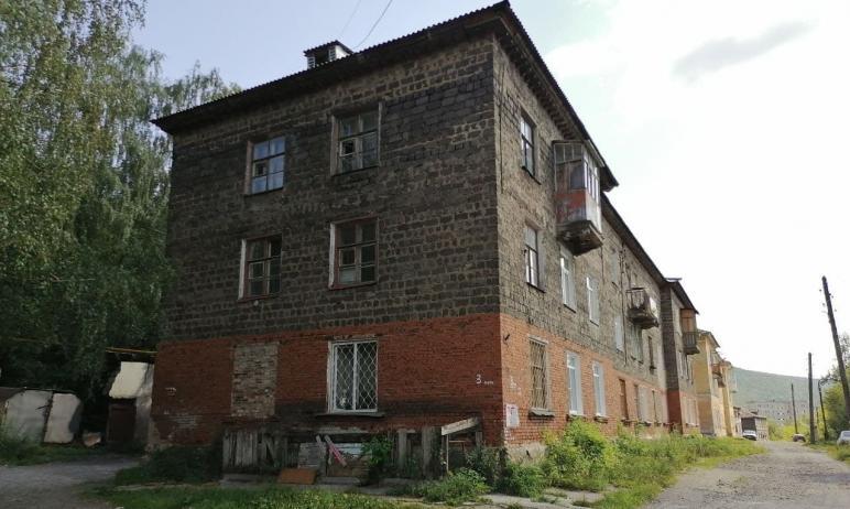 В Златоусте (Челябинская область) рушится жилой дом на улице Герцена, общественники бьют тревогу.