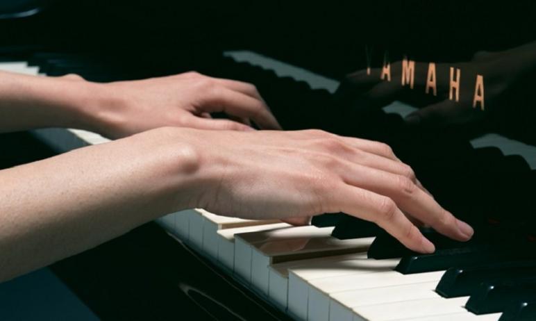 Пианино было расстроенным, но Якову Михайловичу было всё равно. Хотелось выплеснуть душу и те эмо