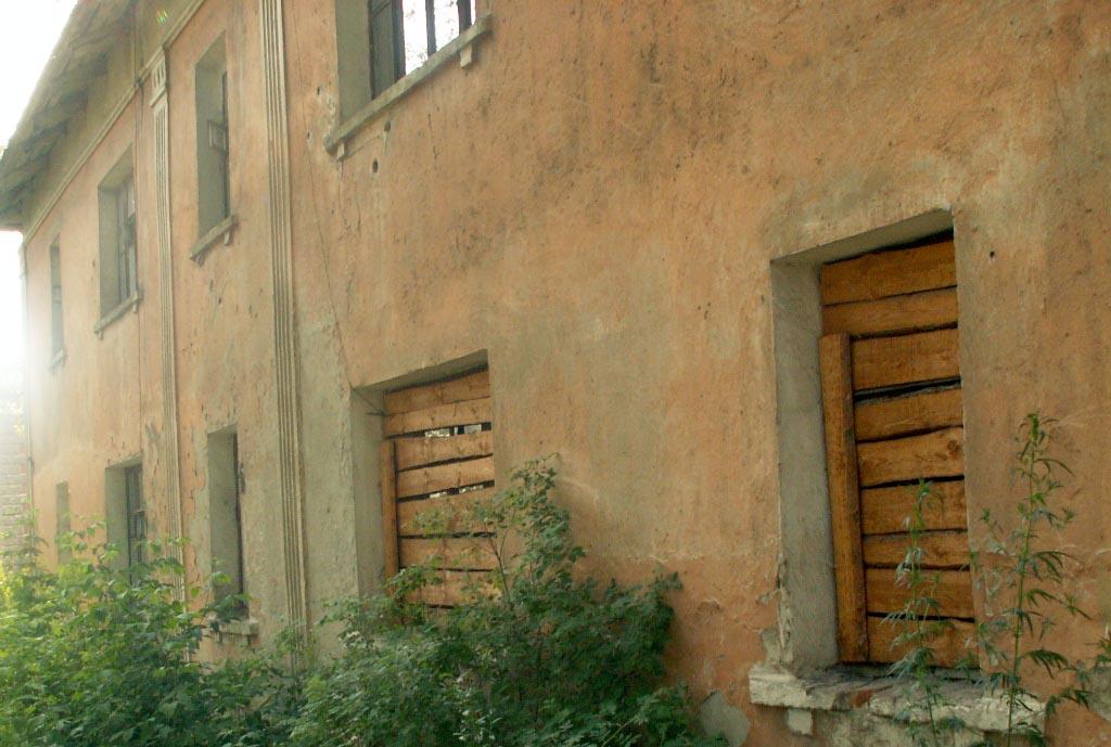 Согласно действующему законодательству бесхозные и нуждающиеся в ремонте квартиры в домах коридор