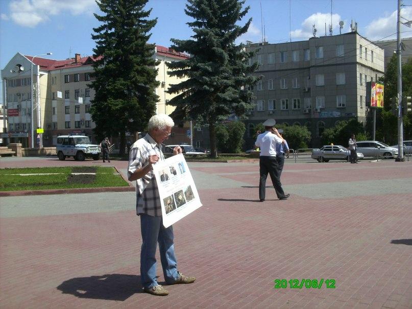 Как сообщил корреспонденту «Урал-пресс-информ» инициатор пикета Роман Рудоманов, он вышел на улиц