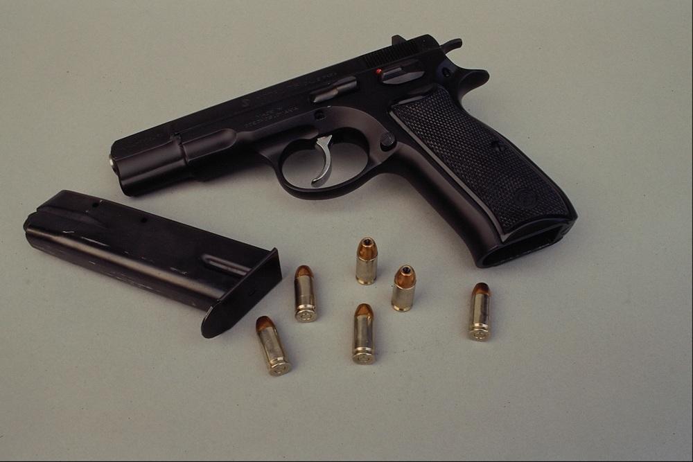 Пострадавший был обнаружен в Центральном районе Челябинска с огнестрельным ранением живота, и сей
