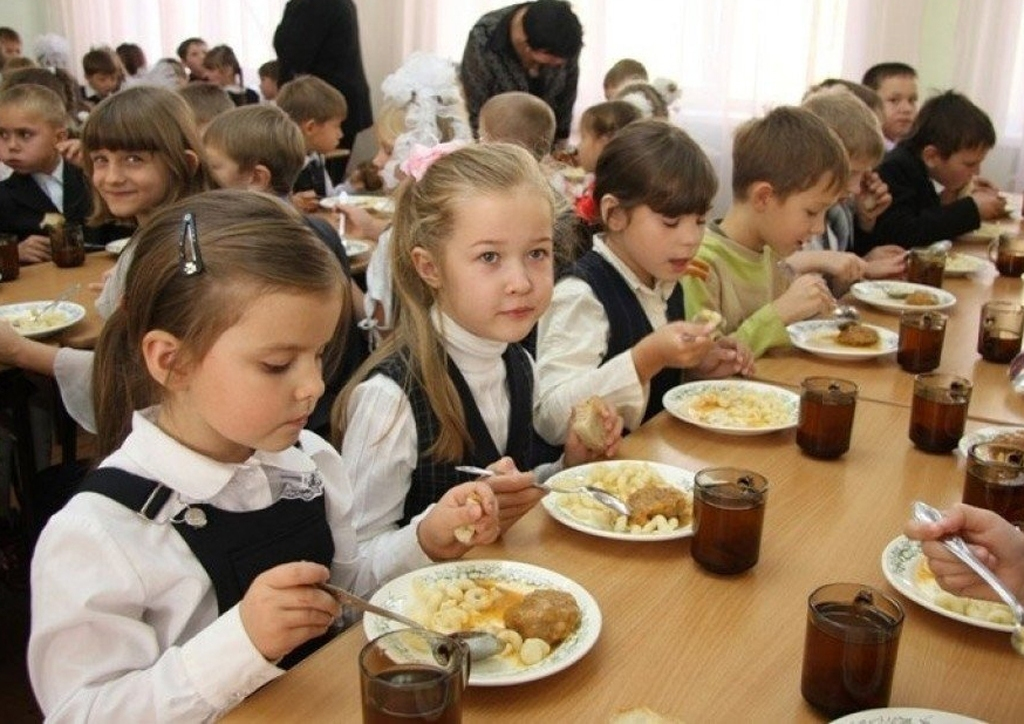 В Магнитогорске школьники питаются бесплатно. Депутаты городского Собрания сохранят эту льготу и