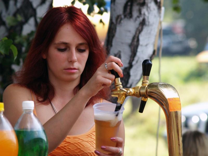 «Невозможно при существующем законодательстве обязать людей прятать бутылки с пивом в непрозрачны