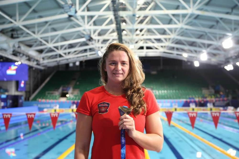 Юная челябинская спортсменка Виталина Симонова стала чемпионкой Европы по плаванию. Подопечная за