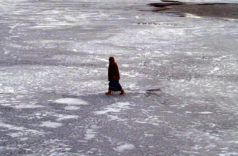 Жителей Челябинской области просят не испытывать на прочность осенний лед. В период с ноября по д