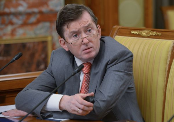 Починок Александр Петрович родился 12 января 1958 года в городе Челябинске. В 1975 году, после ок
