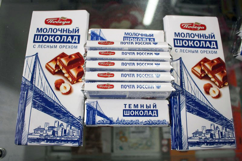 В настоящее время в продаже можно найти плитки шоколада с лесным орехом, с орехом и изюмом, молоч