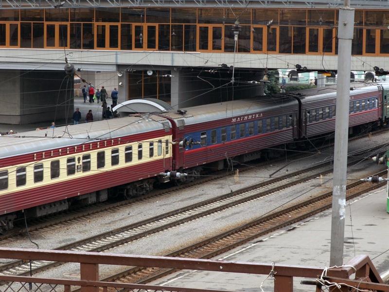 Дополнительный скорый поезд № 221/222 Оренбург – Москва отправлением из Оренбурга 9 мая в 08-50 и