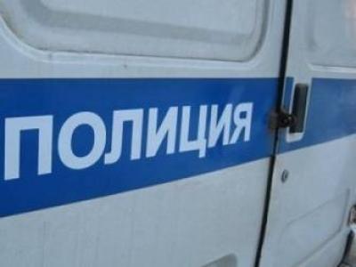 Инцидент произошел в праздничный день, 31 декабря. В подъезде дома на улице Сумина, 14 местного