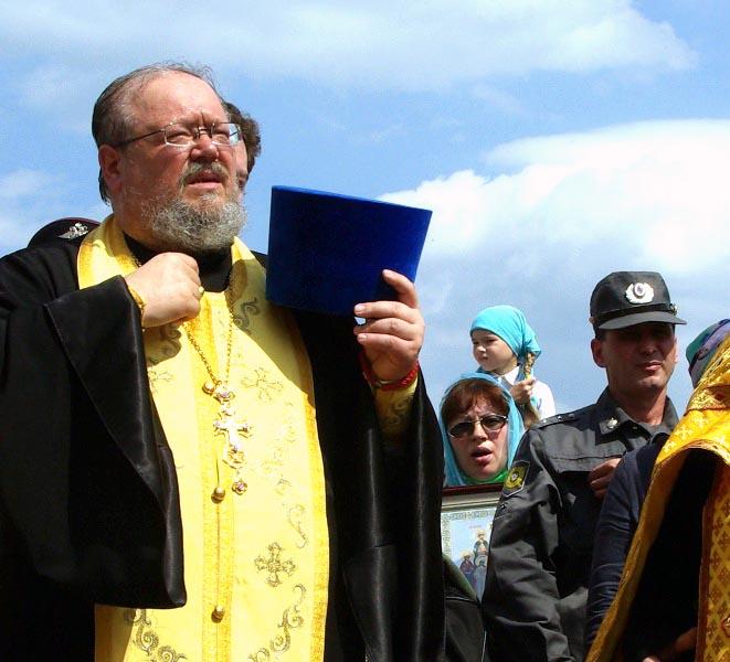 Как сообщил агентству «Урал-пресс-информ» настоятель Свято-Троицкого храма Челябинска протоиерей