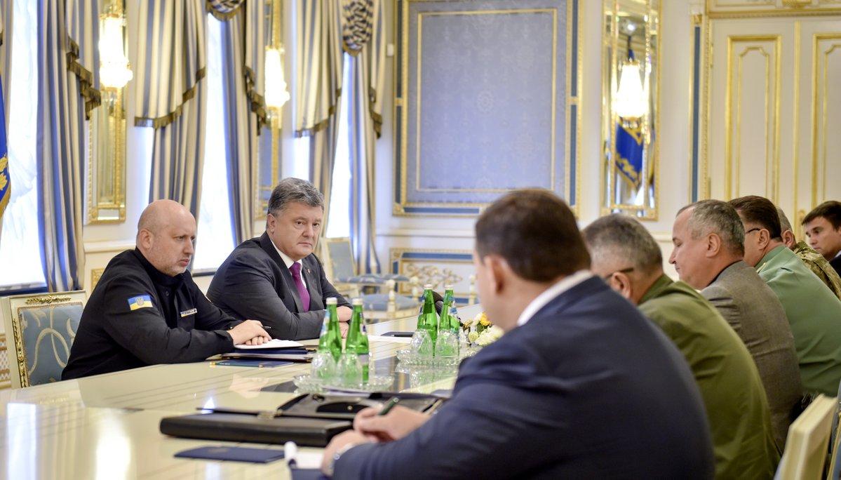 Как заявил украинский лидер по итогам экстренного совещания с руководством силовых и дипломатичес