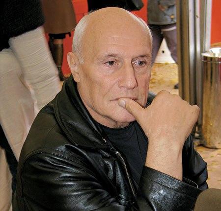 Как сообщают московские СМИ, свое исчезновение актер объяснил желанием побыть одному. Его утомила